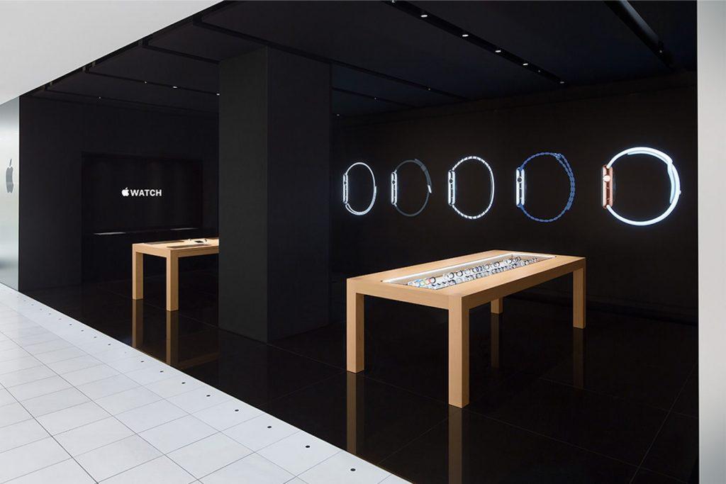 Apple_Watch_at_Isetan_Shinjuku